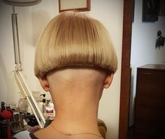 Pretty Pale Blonde - 60 Layered Bob Styles: Modern Haircuts with Layers for Any Occasion - The Trending Hairstyle Inverted Bob Haircuts, Choppy Bob Hairstyles, Short Bob Haircuts, Modern Haircuts, Undercut Hairstyles, Layered Haircuts, Cool Hairstyles, Undercut Bob, Shaved Bob