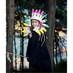 Precioso tocado o corona de plumas de jefe indio en divertidos colores e5d958587d4