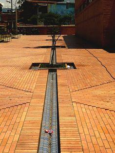 Rogelio Salmona: Centro Cultural Moravia, Medellín Brick Architecture, Landscape Architecture Design, Architecture Details, Paving Pattern, Terrazo, Brick And Stone, Brickwork, Urban Planning, Floor Design