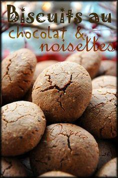 """Des biscuits très parfumés avec cette association de poudre de cacao et la poudre de noisettes. En les réalisant, je pensais aux """"Goonies"""", un vieux film dont Alexie (lorsqu'elle était petite) en était fan ! Devinez ce que j'ai fais ? J'ai dégusté quelques..."""