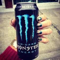 Gradient ombre nails black blue golden gold shiny nailart monster enery drink