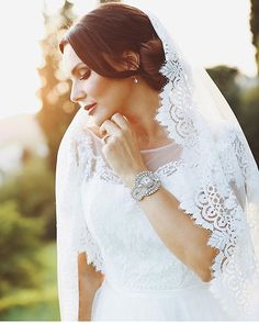 Lace Wedding, Wedding Dresses, Earrings Handmade, Fashion, Curve Dresses, Bride Gowns, Wedding Gowns, Moda, La Mode