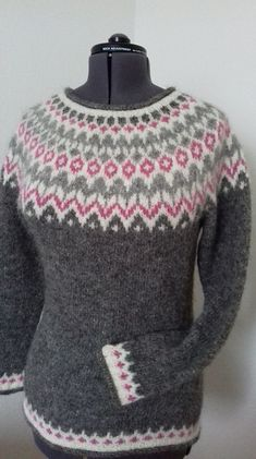 Ravelry: Project Gallery for Riddari pattern by Védís Jónsdóttir Fair Isle Knitting Patterns, Fair Isle Pattern, Sweater Knitting Patterns, Knitting Designs, Knitting Projects, Icelandic Sweaters, Cozy Sweaters, Textiles, Comfortable Outfits