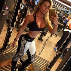 Inspiração. A linda Dra @fernanda_pedrosa de look Oxyfit by Miss Fit Brasil. . Legging e top FLUSH disponível em nossa loja.  . __________________________________________________ Nossos canais de compra: .  http://ift.tt/1PcILpP Whatsapp: 41 99144-4587  Loja virtual no face: Acesse missfitbrasilhf  USA Store: www.fitzee.biz. .  Worldwide shipping  Parcele em até 4x sem juros via Pagseguro  10% off para pagamento via depósito ou transferência. .  Frete grátis para todo Brasil nas compras…