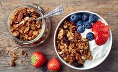 A good source of protein, carbohydrates and fiber, granola is an excellent energy-giving food that also can be added desserts and baking. Healthy Food List, Healthy Recipes, Organic Granola, Yogurt And Granola, Sweet Spice, Food Trends, Food Videos, Food And Drink, Breakfast