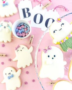 Would your friends love these darling Halloween Ghost cookies? This DIY sugar cookie recipe is great for your Halloween party. Kawaii Halloween, Pink Halloween, Halloween Cookies, Halloween Birthday, Halloween Ghosts, Halloween Candy, Halloween Kids, Halloween Parties, Classy Halloween