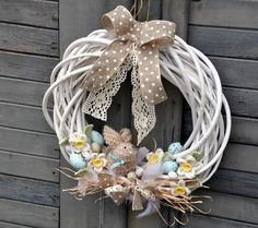 Easter Wreaths Decorations Ideas Creating a Fabulous Easter Wreath Easter Wreaths Decorations Ideas. Easter is a wonderful time for celebration. Easter Wreaths, Holiday Wreaths, Decor Crafts, Diy And Crafts, Easter Flower Arrangements, Diy Easter Decorations, Diy Wreath, Wreath Ideas, Spring Crafts