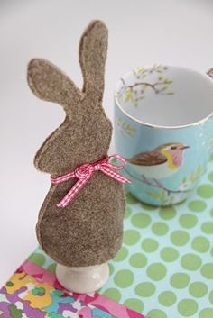 free download: eggwarmer pattern for Easter. ADORABLE