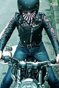 The design features the rising sun #rock #ロック #bandana #バンダナ #rck'nroll #ロックンロール #mask #マスク #rockandroll #ロカビリー #neckerchief #ネッカチーフ #rockabilly #バイク #shikon67 #motorcycle #オートバイ #bike #カフェレーサー #caferacer #ビンテージ #vintage Harajuku Japan, Biker Girl, Asian Woman, Bandana, Harley Davidson, Motorcycle Jacket, Sunrise, Leather Jacket, Rockers