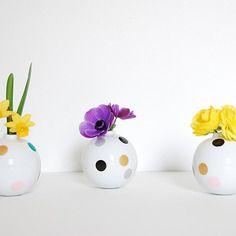 3 petits vases pois . minimaliste . emeraude, menthe, rose, or, argent et noir . coloris pastel . fleurs de saison. décoration