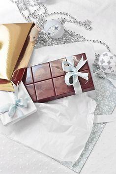 Turrón de chocolate relleno de toffee crocante. Receta de Navidad