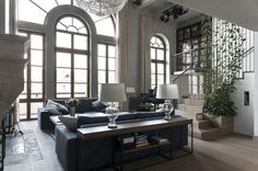 Spectacular luxury loft in Moscow by studio workshop Luxury Loft, Classic Interior, Industrial Loft, Neoclassical, Oversized Mirror, House Design, Interior Design, Interior Ideas, Living Room