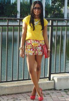 usando blusa amarilla c short para variar