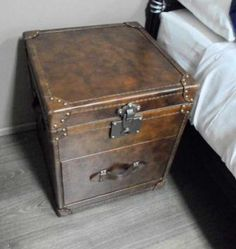 "1 Drawer ""Distressed"" Real Leather Bedside Table Trunk"