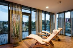 http://www.villa-vitalis.at/ Entspannen Sie sich durch die positive Wirkung von Naturessenzen und Aromaölen bei der Anwendung von Peelings und Bädern im Hotel Villa Vitalis in Aspach.