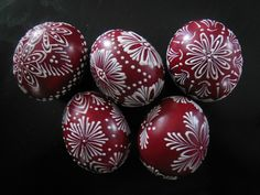 Zdobení voskem Eastern Eggs, Egg Drop, Ukrainian Easter Eggs, Faberge Eggs, Egg Decorating, Egg Shells, Line Design, Gourds, Holidays And Events