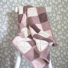 Ravelry: Babytæppe pattern by Pia Johannesen Patchwork Blanket, Baby Blanket Crochet, Granny Square Blanket, Granny Squares, Rustic Entryway, Manta Crochet, Creative Embroidery, Love Crochet, Color Patterns