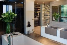 House Sar by Nico van der Meulen Architects (28) IT'S HARD TO BELIEVE THAT SOMEONE CAN ACTUALLY HAVE A BATHROOM LIKE THIS!