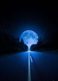 There's a road I travel often…chasing the moon. It's been a quest of mine since a little girl. I am fascinated with the moon and stars. Even as I lay to rest, in many dreams they are present. Moon Pictures, Pretty Pictures, Cool Photos, Moon Pics, Moon Images, Images Photos, Beautiful Moon, Beautiful World, Beautiful Places
