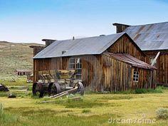 old-farm-house-11801360.jpg (800×600)