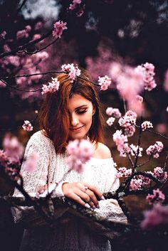 Spring portrait inspiration cherry blossom shoot idea creative low budget Source by sevenandstories Portrait Photography Poses, Photography Poses Women, Tumblr Photography, Photo Poses, Creative Photography, Portrait Inspiration, Photoshoot Inspiration, Creative Inspiration, Outdoor Portrait