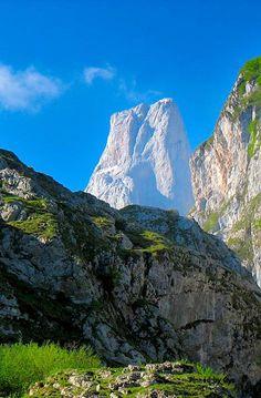 Naranco de Bulnes, Picos de Europa, Asturias, Spain Adventure Awaits, Gaia, True Beauty, Land Scape, Places To See, Wildlife, Europe, Travel Plan, World