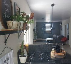 A bolacha de madeira ficou perfeita para organizar nossos temperinhos. . . . . #casa #cozinha #apartamento #kitchendesign #kitchen #minhacasa #minhacasapop #decora #designdeinteriores #decoração #decoracao #decoracaocriativa #ambienteintegrado #industrial #interiordesign #interiordecor #interior #interiorstyling #myhome #homesweethome #homestyling #homedesign #homedecor #instadecor #instahome #lovedecor #rustic #interiorgarden #interior2you