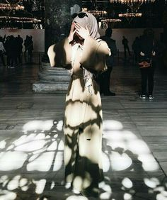 Image about fashion in Alexandra Golovkova❤ by Unknown Hijabi Hijab Niqab, Muslim Hijab, Hijab Outfit, Hijab Casual, Hijab Chic, Hijabi Girl, Girl Hijab, Muslim Girls, Muslim Women