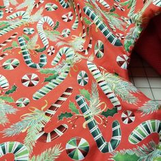 Christmas Tree Skirt-Candy Cane-Holiday Decor-Christmas Decoration-Red-White-Holly-Tree Skirt-Candy-Holiday Candy-Old Fashioned-36