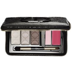 Shop Dior's Couture Smokey Palette at Sephora. This fashionable palette allows you to create a complete Dior smoky look. Christian Dior Makeup, Christian Dior Couture, Nude Makeup, Eyeshadow Makeup, Eyeshadows, Makeup Desk, Lip Makeup, Makeup Palette, Eyeshadow Palette