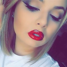love how she does her winged liner