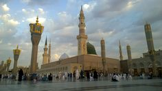 An External Image Of The Prophet S Mosque In Medina In Saudi Arabia It Shows The Minarets And Green Dome And Sliver Dome Of The Mosqu Mosque Green Dome Medina