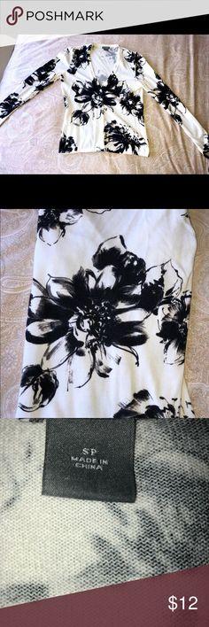 GUC Ann Taylor Petites B/W floral cardigan size SP GUC Ann Taylor Petites B/W floral cardigan. Size SP Ann Taylor Sweaters Cardigans