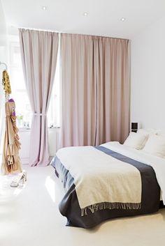 Fint med gardiner från tak till golv