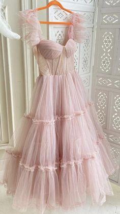 Pretty Prom Dresses, Cute Dresses, Beautiful Dresses, Cute Skirt Outfits, Pretty Outfits, Prom Outfits, Fairytale Dress, Fairy Dress, Vogue