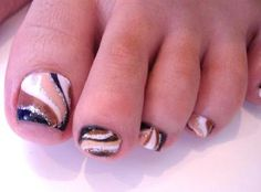 I like this design! I'd probably change the colors though. #pedicure #swirl