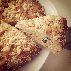 Dried fruit crumble bread.