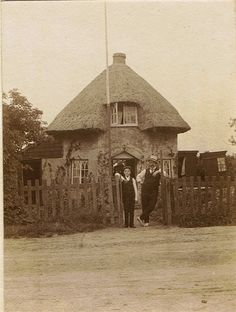 Dutch Cottage 1904-06 - Canvey Island Architectural Features, Old Buildings, View Source, Under The Sea, New Pictures, Dutch, Scotland, Ireland, Cottage