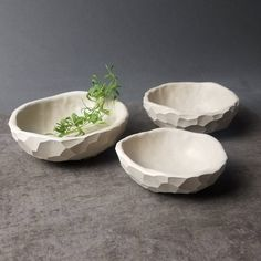 Good Pics Ceramics Projects pinch pots Suggestions Making larger pinch pot bowls! I wonder what cereal I would eat out them. Clay Pinch Pots, Ceramic Pinch Pots, Clay Pots, Ceramic Bowls, Porcelain Ceramic, Slab Pottery, Ceramic Pottery, Ceramics Projects, Ceramics Ideas