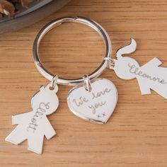 Mit diesem bezaubernden Schlüsselanhänger haben Sie Ihre Familie immer bei sich!     Wie schön ist es, etwas Praktisches auch mit etwas Persönlichem zu kombinieren! Suchen Sie sich daf�...