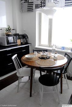 pinnatuolit,keittiö,kitchen,keittiön verhot,mustavalkoinen,graafinen