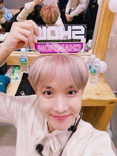 ♻ Show champion BTS hoseok ♻ Jungkook V, Hoseok Bts, Bts Bangtan Boy, Seokjin, Namjoon, Bts Jin, J Hope Birthday, Rapper, All Bts Members