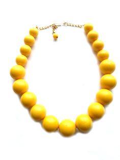 Wunderschöne Nostalgiekette 37cm gelb Kunststoffperlen keine Handarbeit, Original-Schmuck 60-ziger Art.-Nr.: RHK1008 Da es sich nicht um neue Ware (Antiquitäten) handelt, gibt es das Produkt in der Regel nur als Einzelstück.