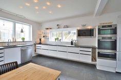 Fresh Haus Mit Wintergarten Kitchen Island, Kitchen Cabinets, Internet, Home Decor, Winter Garden, Cottage House, Island Kitchen, Decoration Home, Room Decor