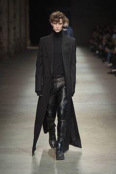 J Fall/Winter – Pitti Immagine Uomo 89 – Male Fashion Trends Source by jonathanmandel Fashion Catwalk, Dark Fashion, Leather Fashion, Fashion Show, Gothic Fashion Men, Men's Fashion, Fetish Fashion, Fashion Styles, Male Fashion Trends