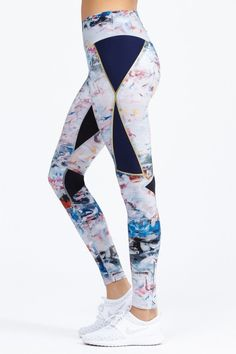 Crafted in high-performance fabric, Heroine Sport's Studio Capri leggings feature chic sheer mesh side panels and an elastic waistband. Sport Outfits, Cute Outfits, Zumba Outfit, Custom Sportswear, Gym Gear, Yoga Wear, Sport Pants, Workout Wear, Printed Leggings