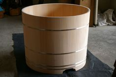 Japanese Knotless hinoki wood round shape bathtub. diam 900mm x H740mm (int. depth 630mm)
