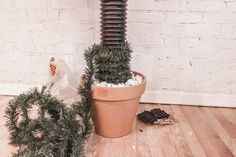 DIY: Cactus Christmas Tree Best Picture For Cactus y suculentas For Your Taste You are looking for something, and it is going to tell you exactly what you are look. art dibujo garden indoor plants drawing appartement bathroom home decor wood room decor Cactus Christmas Trees, Christmas Ornaments To Make, Xmas Tree, Christmas Time, Christmas Wreaths, Christmas Gifts, Diy Home Crafts, Xmas Crafts, Christmas Projects