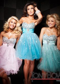 Short pastel prom dress with sweetheart neck line <3
