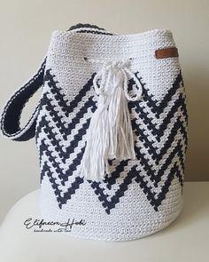 """Meltem on Instagram: """"Bir wayu çanta daha. Bu kez Aysu hanımın ablası için hazırlandı💙 Güzel günlerde kullanılsın 🤗💕 . . Pamuk Makrome İplerim @thefabricyarn . .…"""" Tapestry Crochet Patterns, Crochet Stitches, Knit Crochet, Crochet Hats, Mochila Crochet, Boho Bags, Crochet Handbags, Crochet Projects, Lana"""